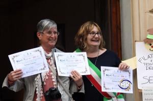 Maurizio Rivi@copyright Lorella Forconi che ritira i tre Attestati di Partecipazione.